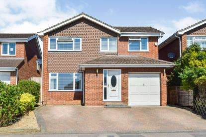 4 Bedrooms Detached House for sale in Lothian Close, Bletchley, Milton Keynes, Buckinghamshire