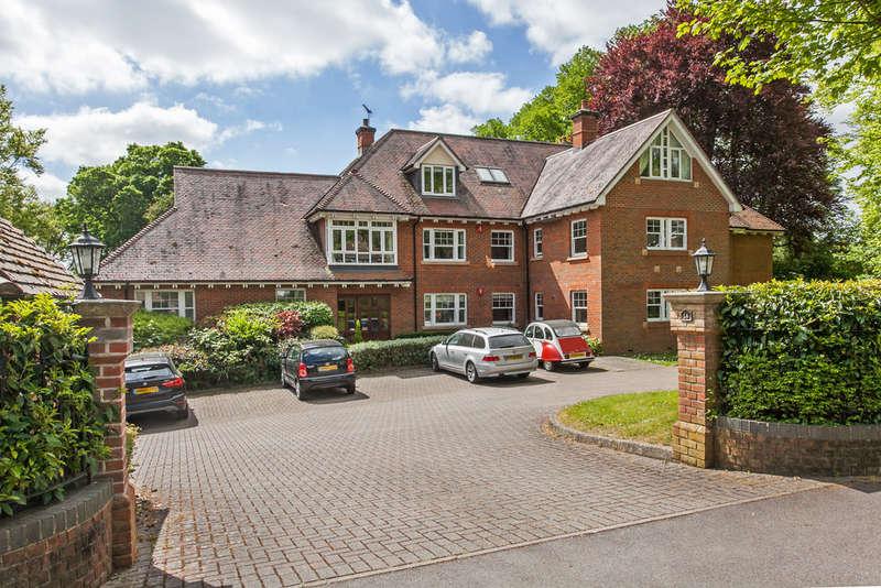 3 Bedrooms Flat for sale in Bereweeke House, Bereweeke Road, Bereweeke, Winchester, SO22