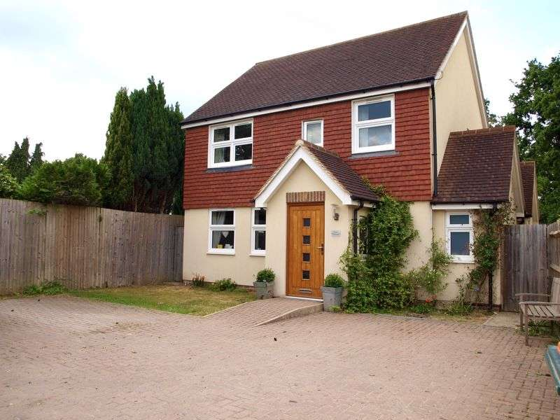 4 Bedrooms Property for sale in Tinsley Green, Crawley