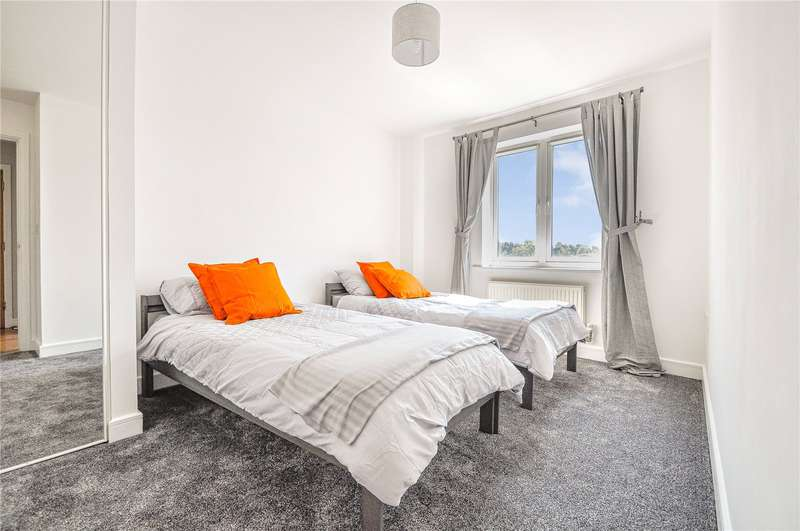 2 Bedrooms Apartment Flat for rent in Kingsquarter, Maidenhead, Berkshire, SL6