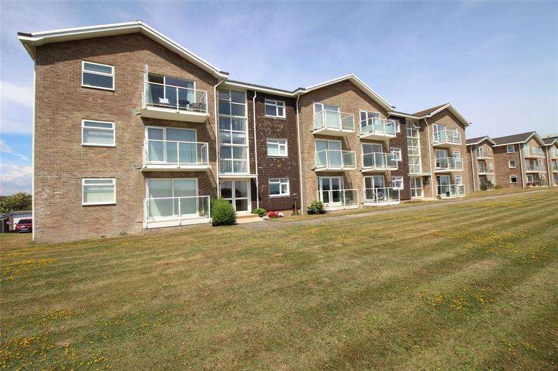 2 Bedrooms Apartment Flat for sale in Maryland Court, Milford on Sea, Lymington, Hampshire, SO41
