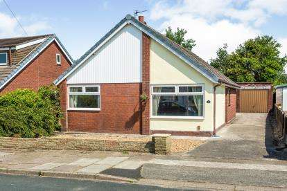3 Bedrooms Bungalow for sale in Kirkham Close, Leyland, PR25