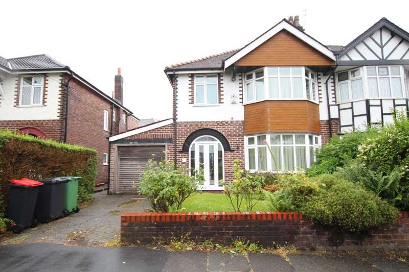 3 Bedrooms Semi Detached House for sale in Ravensway, Prestwich