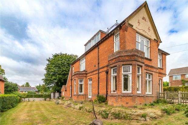 6 Bedrooms Detached House for sale in Church Lane West, Aldershot, Hampshire