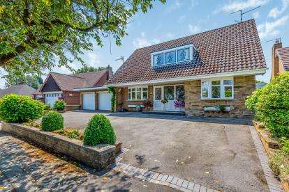 4 Bedrooms Detached House for sale in Winchester Drive, Westlands, Newcastle Under Lyme, Staffs