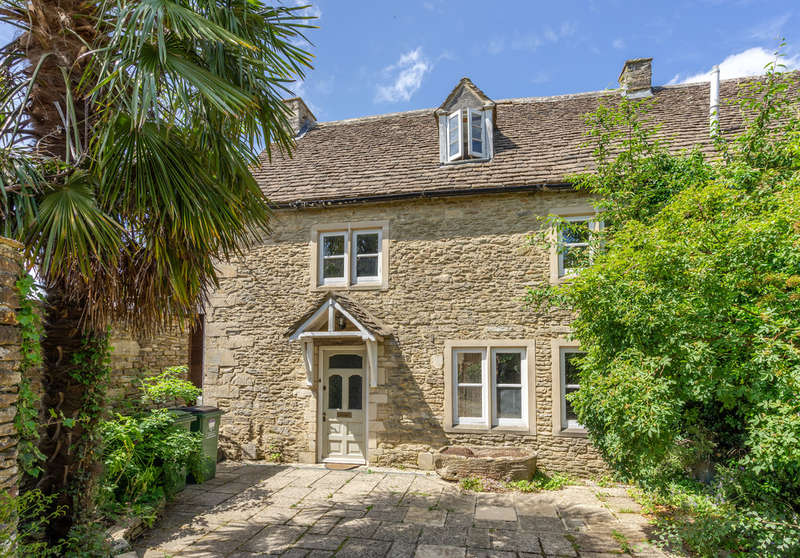 4 Bedrooms Semi Detached House for sale in Court Street, Sherston