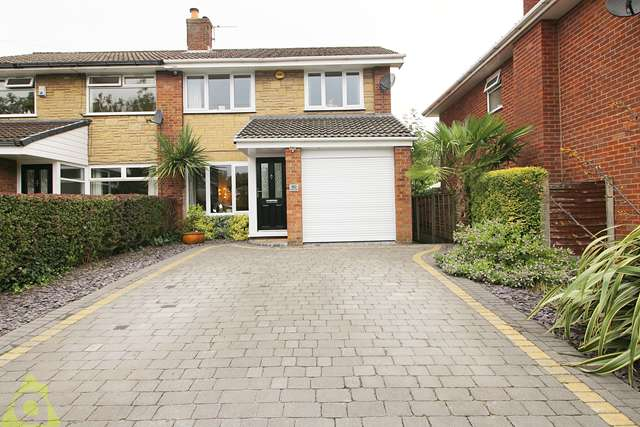 3 Bedrooms Detached House for sale in Old Fold Road, Westhoughton, BL5