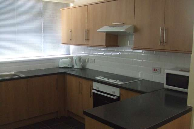 4 Bedrooms Terraced House for rent in Yarnfield Square, Peckham