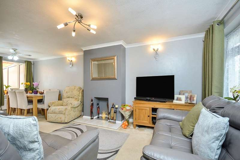 3 Bedrooms Semi Detached House for sale in Primrose Drive, Ditton, Aylesford, ME20