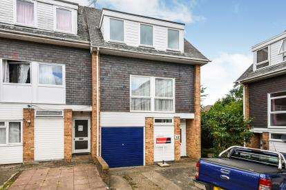 4 Bedrooms End Of Terrace House for sale in Brentwood, Essex