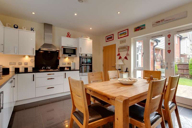 4 Bedrooms Link Detached House for sale in Cravenwood Close, Weeley