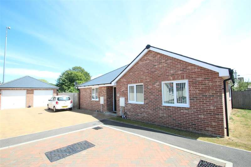 3 Bedrooms Bungalow for sale in Springfield Meadows, Little Clacton