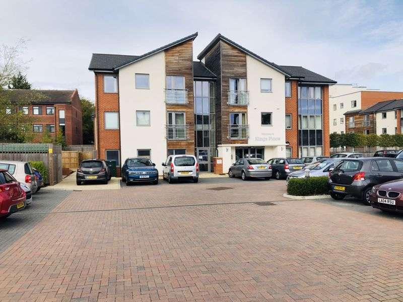 1 Bedroom Property for sale in Kings Place, Fleet- **STUNNING, SPACIOUS APARTMENT WITH JULIET BALCONY**
