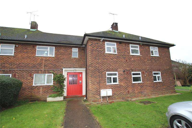 2 Bedrooms Apartment Flat for sale in Rochford Garden Way, Rochford, Essex, SS4