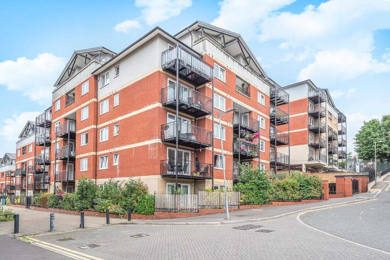 3 Bedrooms Duplex Flat for sale in Penn Place, Northway, Rickmansworth, Hertfordshire, WD3