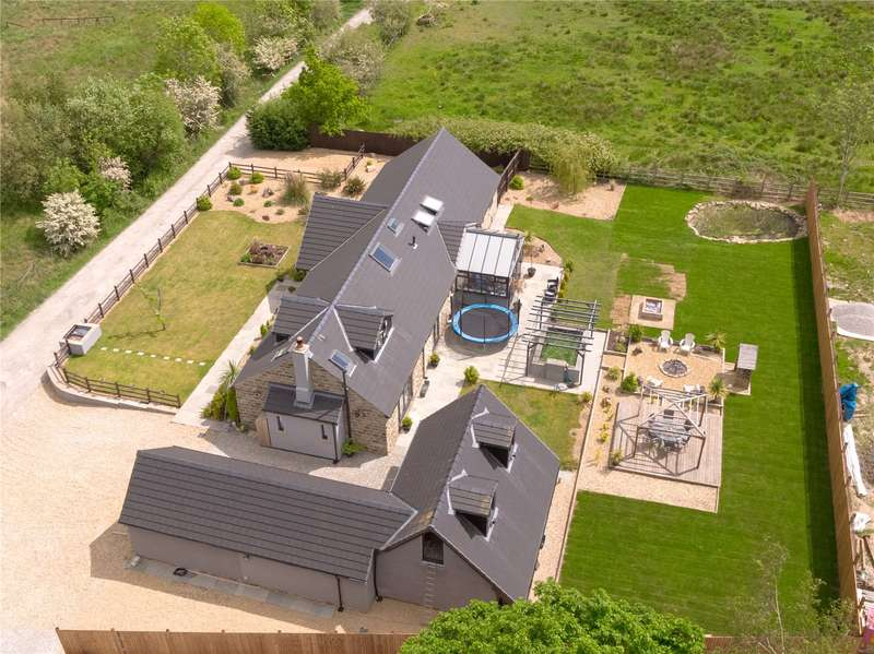 6 Bedrooms Detached House for sale in Adderley Place, Glossop, SK13