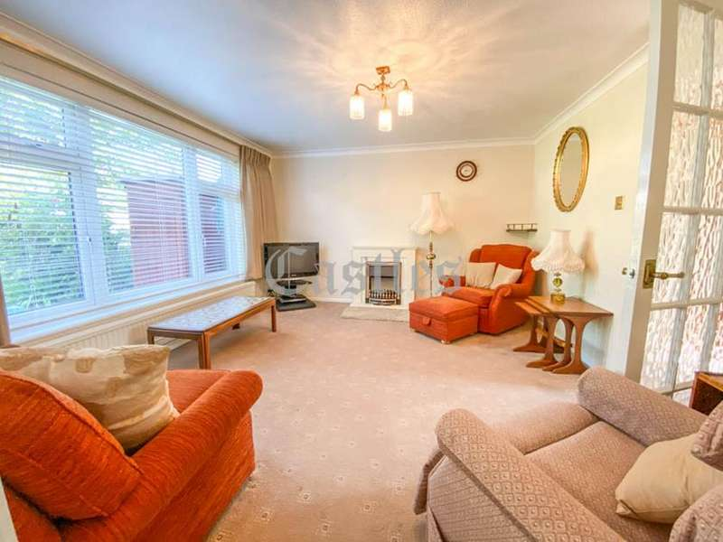 2 Bedrooms Terraced House for sale in Woodford Court, Waltham Abbey, Essex, EN9