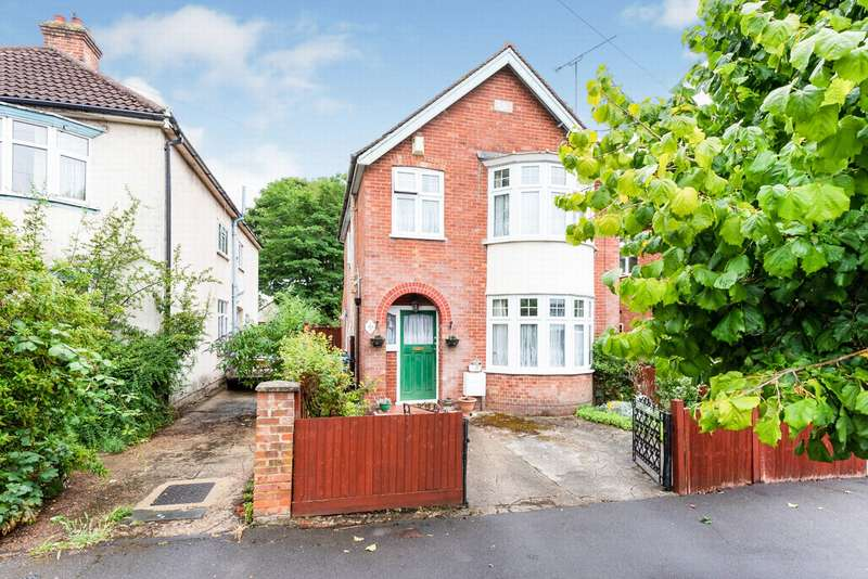 3 Bedrooms Detached House for sale in Osborne Road, Farnborough, GU14