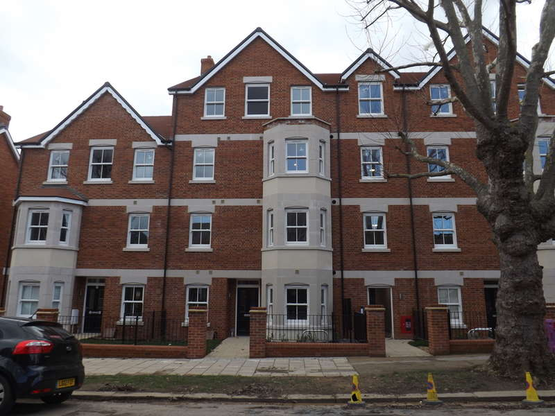 2 Bedrooms Flat for rent in Warwick Avenue, Bedford, MK40