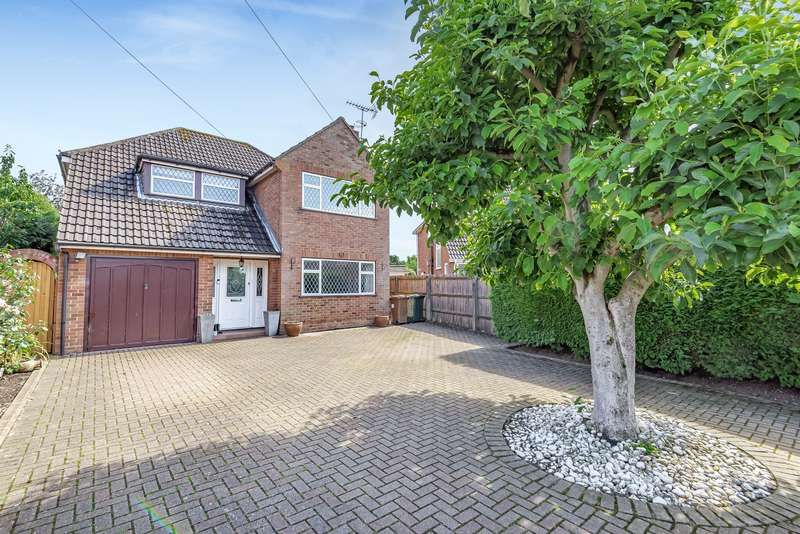 4 Bedrooms Detached House for sale in Wrabness Way, Laleham, TW18