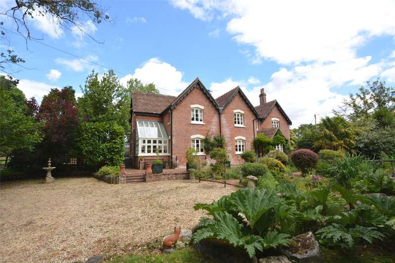 4 Bedrooms Detached House for sale in South Drive, Ossemsley, New Milton, Hampshire, BH25