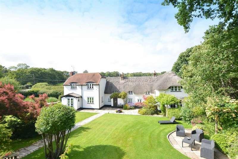 4 Bedrooms Property for sale in Broadmoor Road, Corfe Mullen