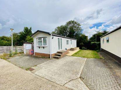 2 Bedrooms Mobile Home for sale in Oughton Close, Hitchin, Herts, England