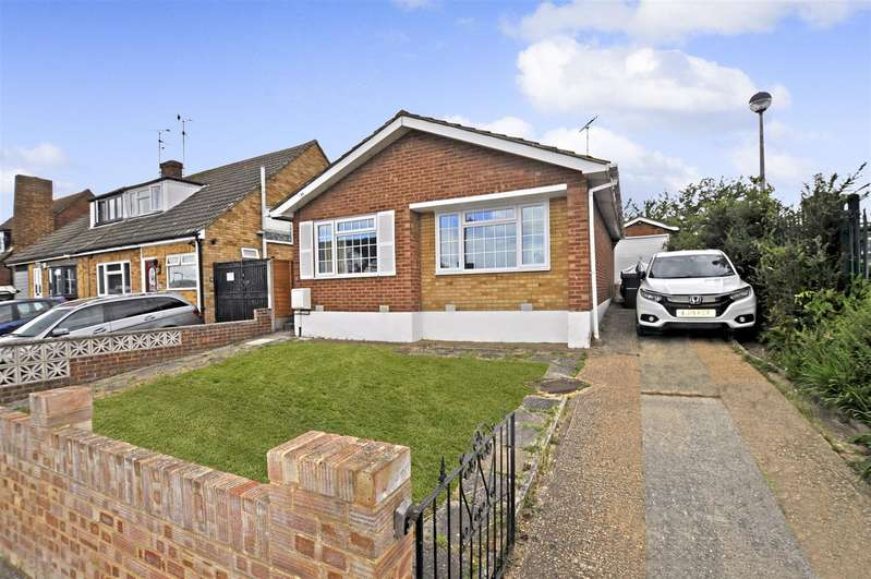 2 Bedrooms Detached Bungalow for sale in Macmurdo Road, Leigh-On-Sea