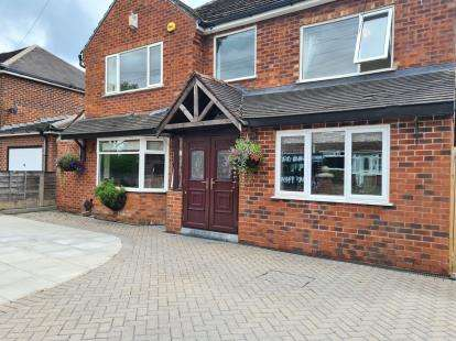 4 Bedrooms Detached House for sale in Martinscroft Road, Newall Green, Wythenshawe, Manchester