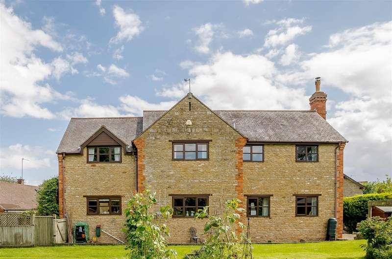 4 Bedrooms Detached House for sale in Station Road, Helmdon, Brackley, Northamptonshire