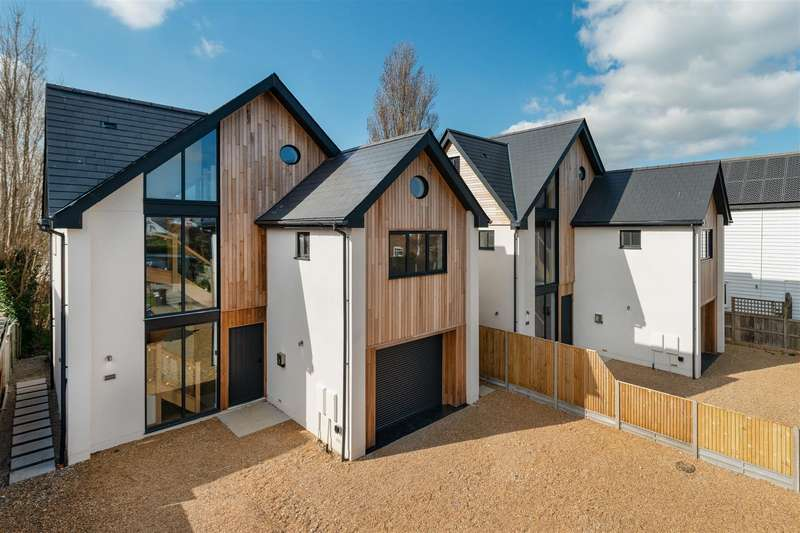 4 Bedrooms Detached House for sale in Allan Road, Seasalter, Whitstable