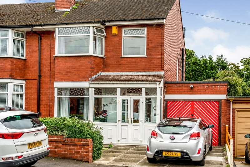 3 Bedrooms Semi Detached House for sale in East Mount, Wigan, Greater Manchester, WN5