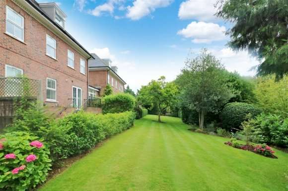 2 Bedrooms Apartment Flat for sale in 8 Wendover Lodge, Church Street, Welwyn