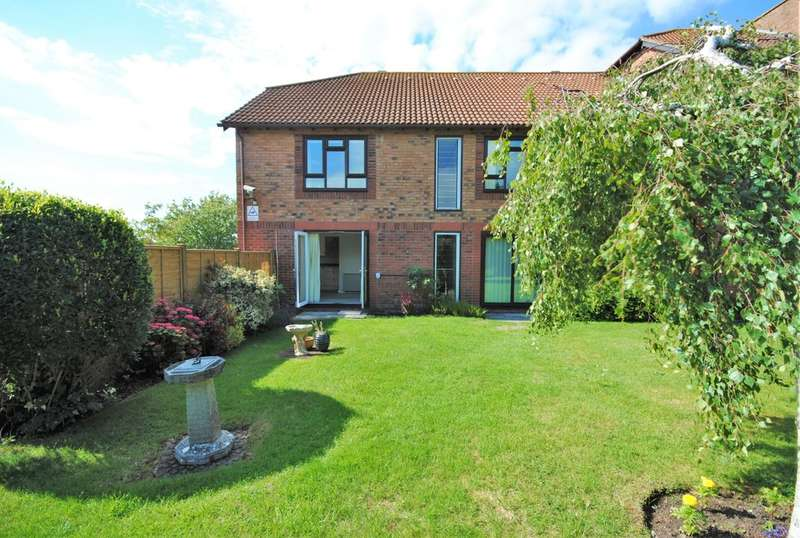 2 Bedrooms Flat for sale in Woodborough Drive, Winscombe