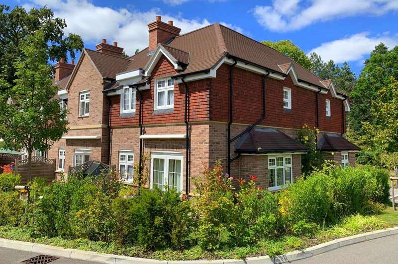 3 Bedrooms Detached House for sale in Ashley Heath, BH24 2EE