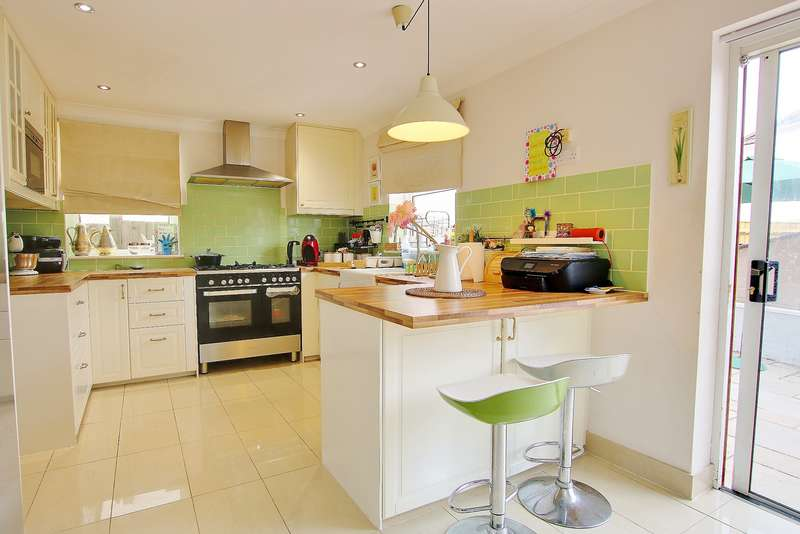 3 Bedrooms Detached House for sale in BROWNLOW ESTATE! EXTENDED! KITCHEN/DINER! A MUST SEE!
