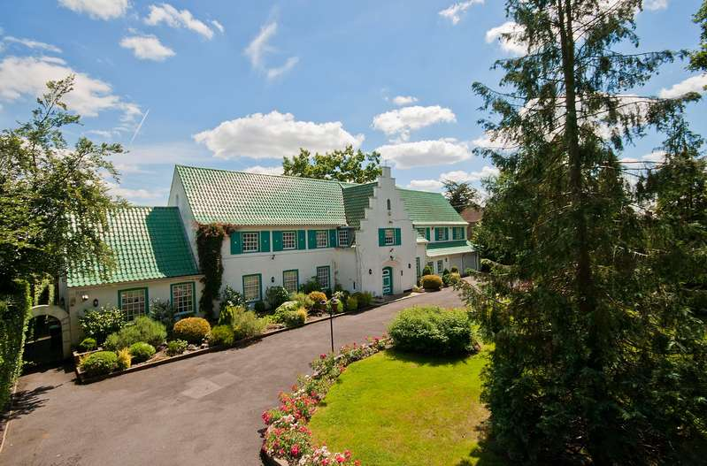 7 Bedrooms Detached House for sale in ASTONS ROAD, MOOR PARK