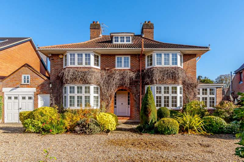 5 Bedrooms Detached House for sale in Murray Road, Northwood