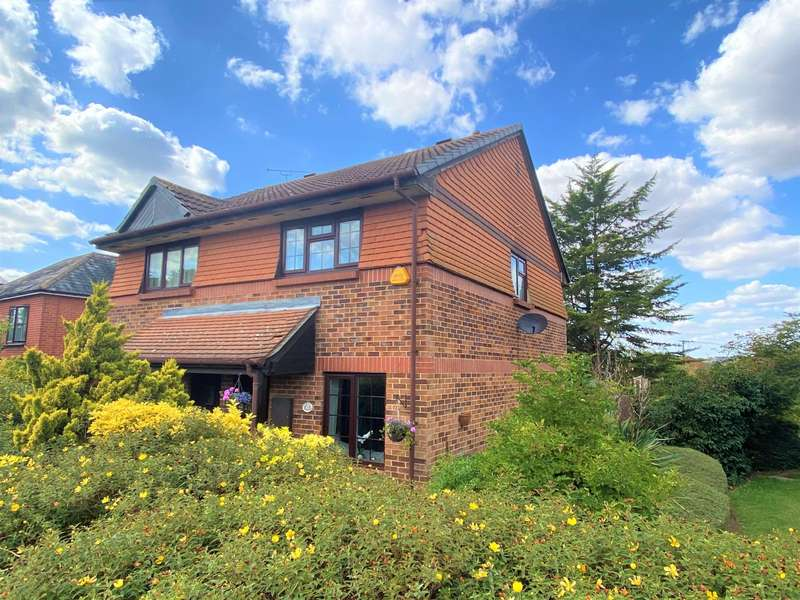 2 Bedrooms Semi Detached House for sale in Maltings Court, Maltings Lane, Witham, CM8