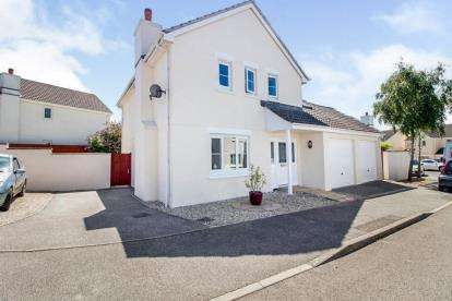 4 Bedrooms Detached House for sale in Tretherras, Newquay, Cornwall