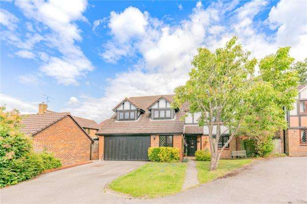 5 Bedrooms Detached House for sale in Throgmorton Road, Yateley, Hampshire