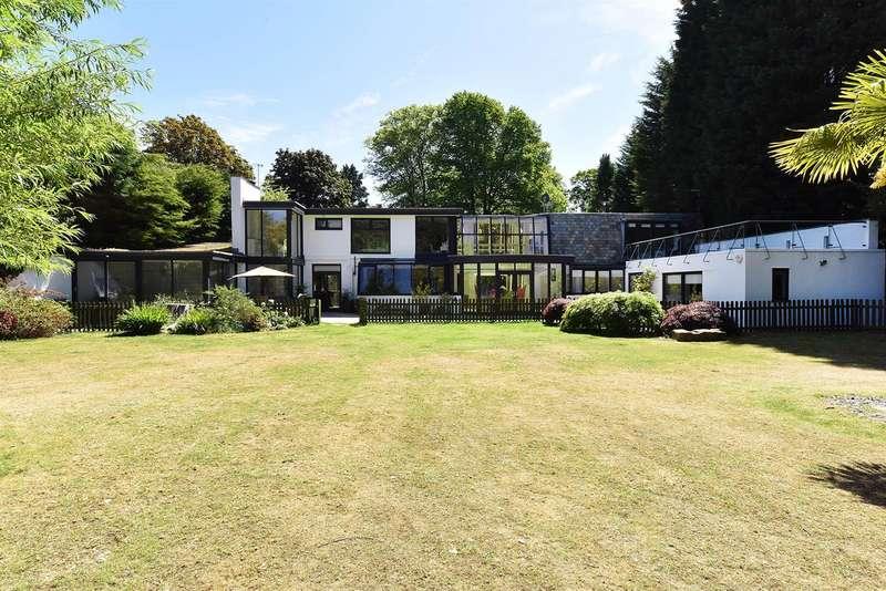 5 Bedrooms Detached House for sale in Broad Lane, Hale, Altrincham