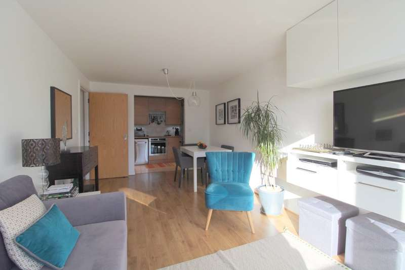 2 Bedrooms Flat for sale in Camellia House, Feltham