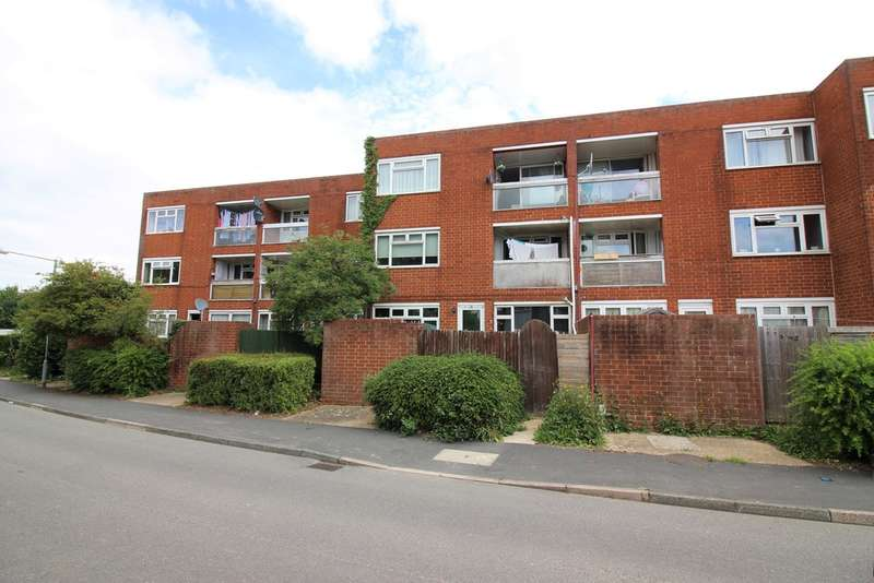 2 Bedrooms Flat for sale in Barn Mead, Harlow, CM18