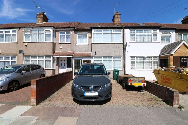 3 Bedrooms Terraced House for sale in Rushden Gardens, Ilford, IG5