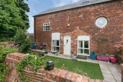 4 Bedrooms Barn Conversion Character Property for sale in Bryn Alyn Barns, Gresford, Wrexham, LL12