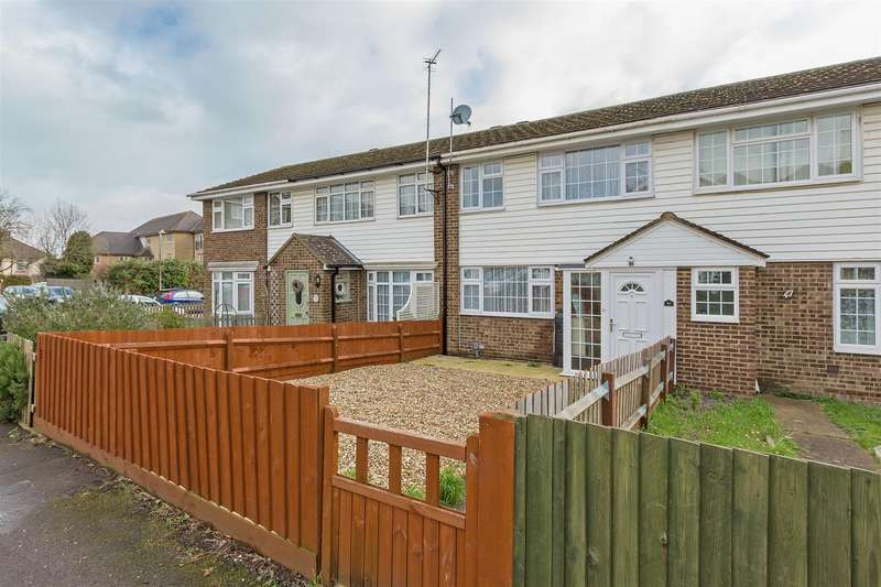 3 Bedrooms Terraced House for sale in Periwinkle Close, Sittingbourne