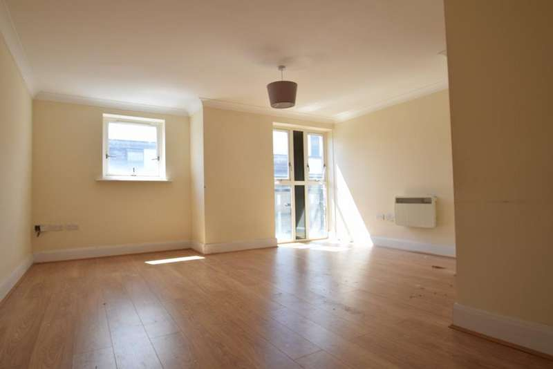 2 Bedrooms Apartment Flat for rent in Lucida Court, Watford, WD18