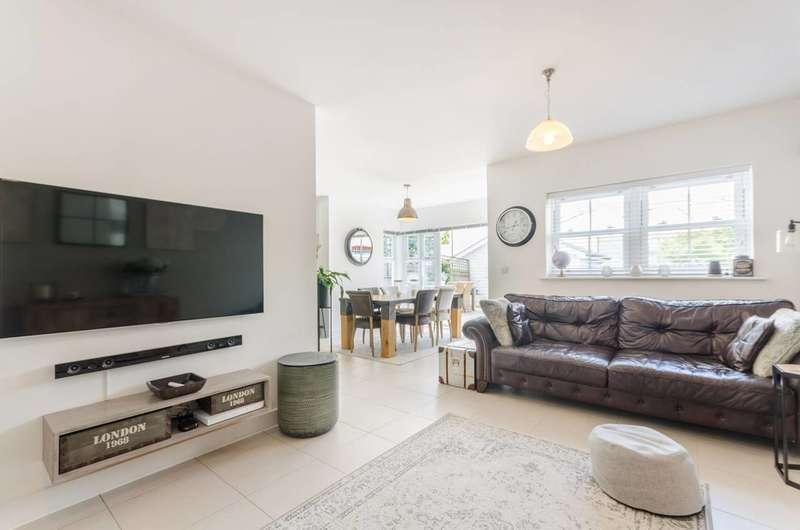 5 Bedrooms Detached House for sale in Westmount Close, Worcester Park, KT4