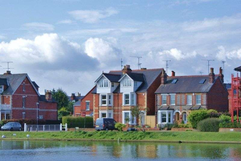 4 Bedrooms Property for sale in Thames Side, Reading